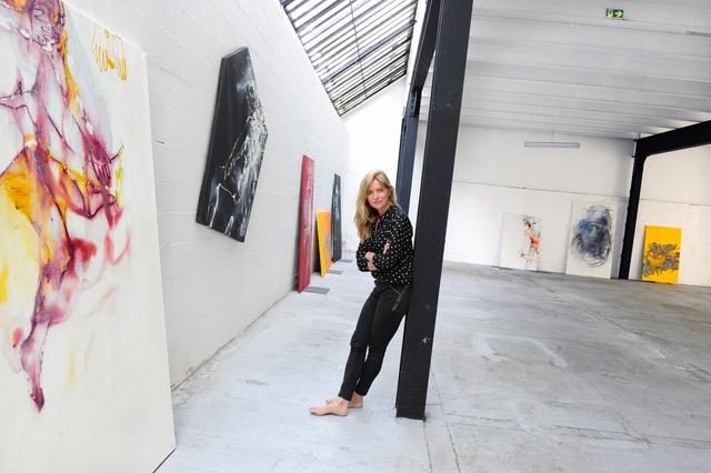 Agnès Pezeu dans son atelier